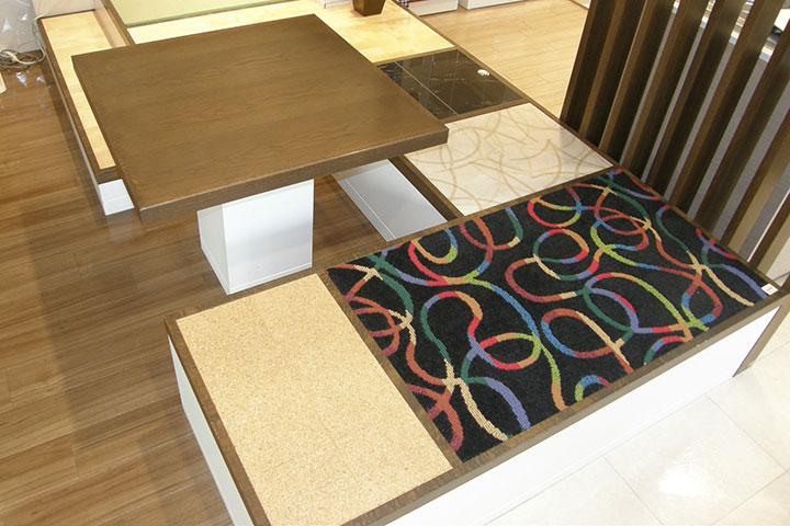 床暖房体験コーナー